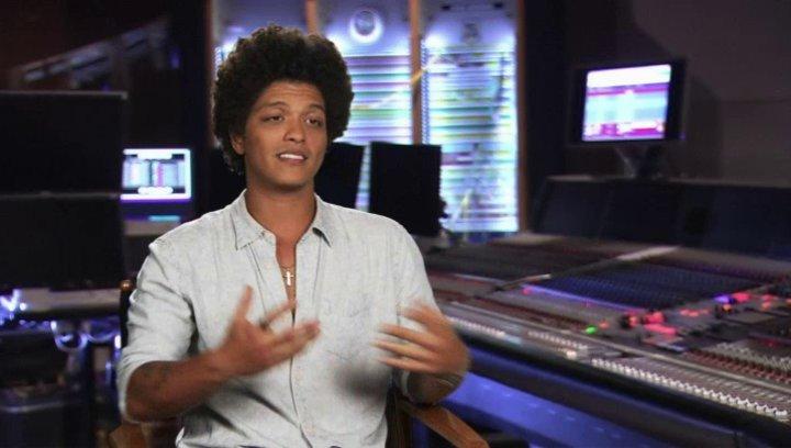 Bruno Mars - Roberto - darüber, was er an seiner Rolle mag - OV-Interview Poster