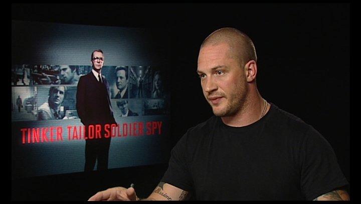 TOM HARDY -Ricki Tarr- darüber, wie er die Rolle bekommen hat - OV-Interview Poster