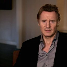 Liam Neeson - Bill Marks - über Julianne Moore - OV-Interview Poster