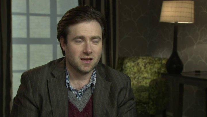 Paul King - Regisseur - über die Herausforderung Paddingtons Welt auf die Leinwand zu bringen - OV-Interview Poster
