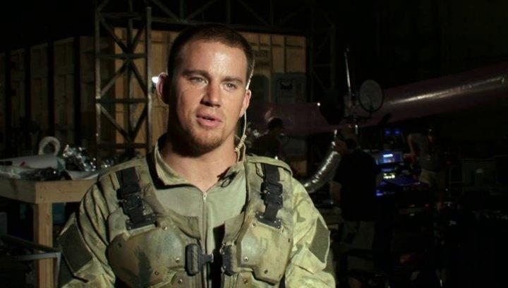 Channing Tatum (Duke) über Ex-Navy Seal Harry Humphries - OV-Interview Poster
