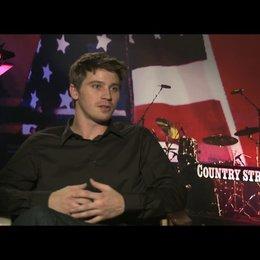"""Garrett Hedlund (""""Beau Hutton"""") über seine Vorbereitungen auf die Rolle - OV-Interview Poster"""