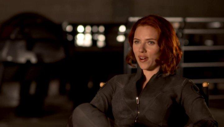 Scarlett Johansson - Natasha Romanoff - Black Widow über das Stunt - Training - OV-Interview Poster