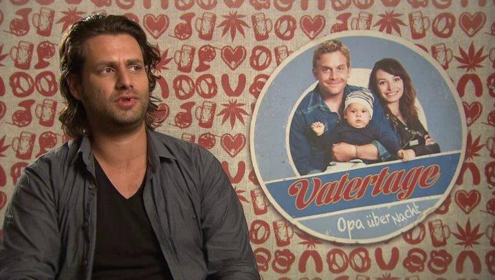 Adam Bousdoukos -Nektarios- über Kultur und Tradition in Bayern - Interview Poster