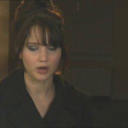 Jennifer Lawrence - Tiffany - über Bradley Cooper - OV-Interview Poster