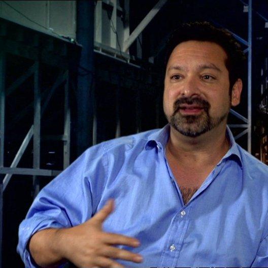 Regisseur über Superhelden und Samurai - OV-Interview Poster
