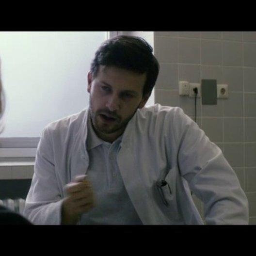 Teaser 1 - Frau Färber beim Arzt - Szene Poster