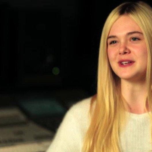Elle Fanning über Winnie - OV-Interview Poster