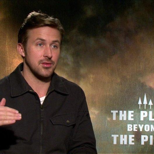 Ryan Gosling - Luke - über die Zusammenarbeit mit dem Ensemble - OV-Interview Poster