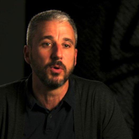 Matt Tolmach über Gwens Beziehung zu Peter Parker - OV-Interview Poster