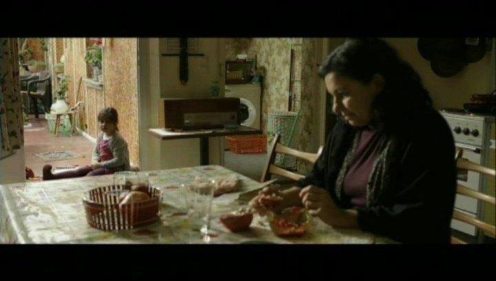 Hayat und ihre Oma beten - Szene Poster