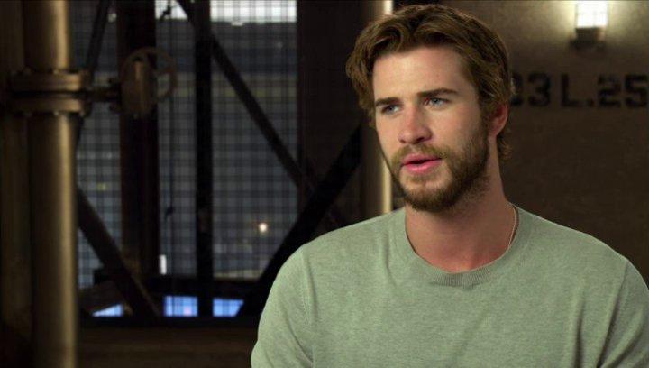 Liam Hemsworth - Gayle Hawthorne - über die Arbeit mit Jennifer Lawrence und Josh Hutcherson - OV-Interview Poster