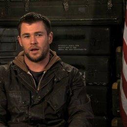 Chris Hemsworth über die Zusammenarbeit mit seinen Schauspielkollegen - OV-Interview Poster
