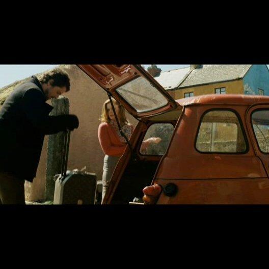 Declan amüsiert sich über Annas Gepäck - Szene Poster