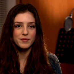 Birdy - Musik - über die Aufnahmen zu Learn me right mit Mumford and Sons - OV-Interview Poster