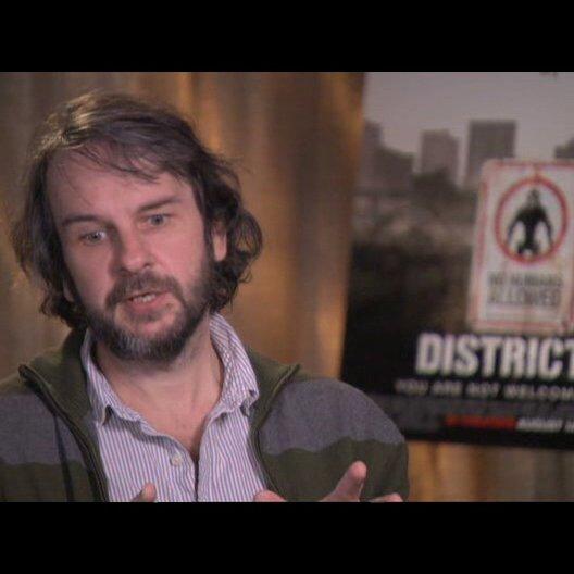 Peter Jackson über Sharlto Copley - OV-Interview Poster