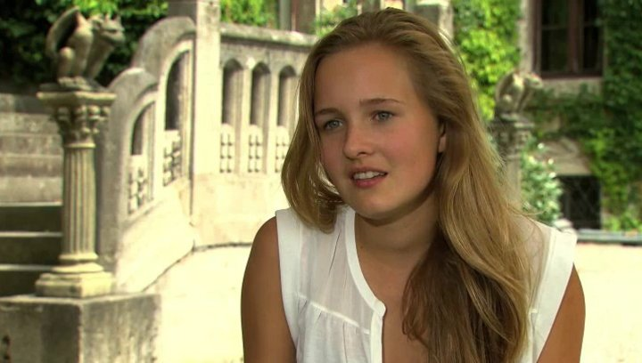 Nele Guderian über ihre Rolle Daniela - Interview Poster
