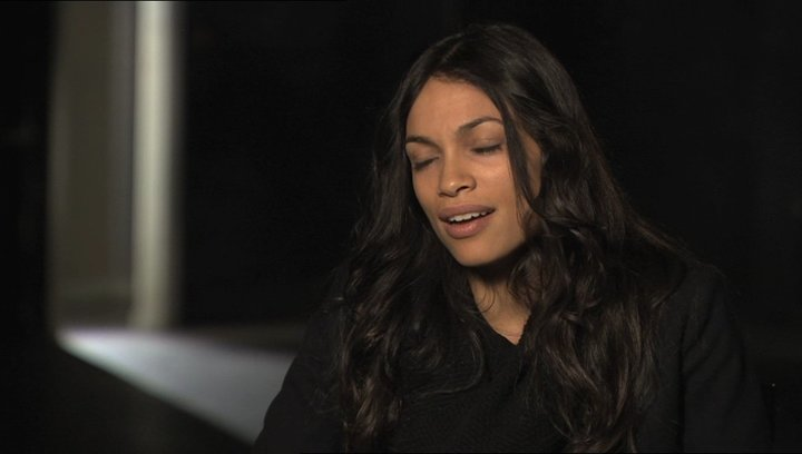 Rosario Dawson über die Geschichte - OV-Interview Poster