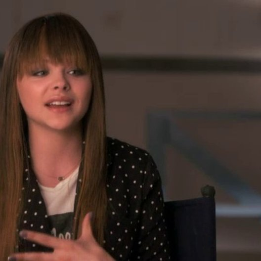 Chloe Grace Moretz über Robert McCall - OV-Interview Poster