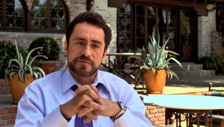 Demian Bichir über seinen Wunsch, mitzuspielen - OV-Interview Poster