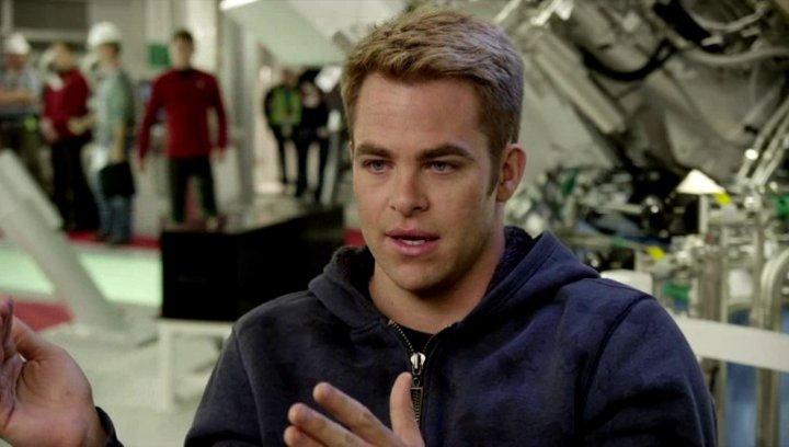 Chris Pine - Captain James Kirk - darüber was JJ Abrams dem Projekt gibt - OV-Interview Poster