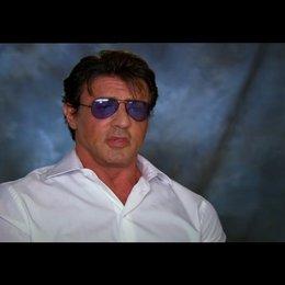 Sylvester Stallone über das Casting von Arnold und Bruce - OV-Interview Poster