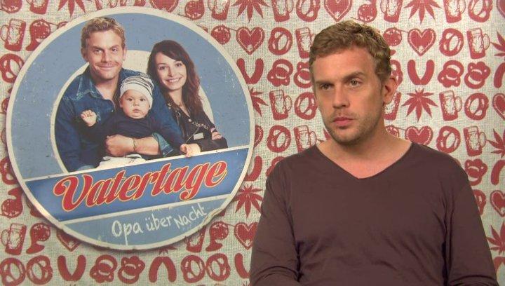 Sebastian Bezzel -Basti- über Bastis Filmtochter Dina - Interview Poster