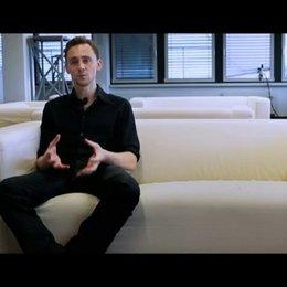 Tom Hiddleston (Adam) über die große Liebe von Adam und Eve - OV-Interview Poster