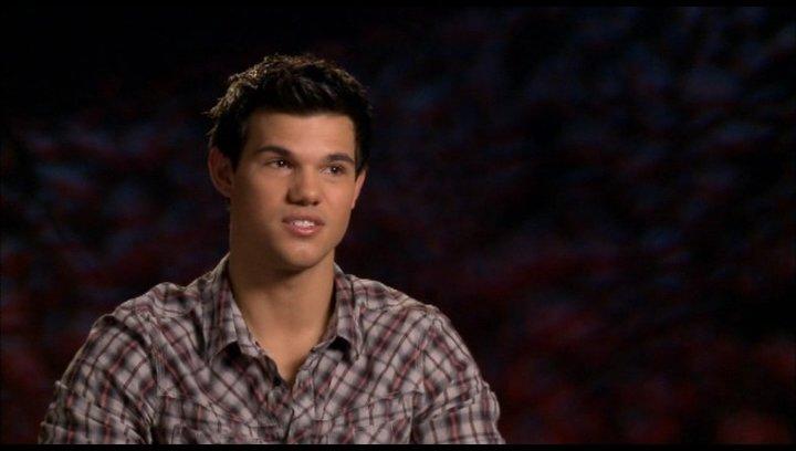 Taylor Lautner (Jacob Black) - über Stephenie Meyer - OV-Interview Poster