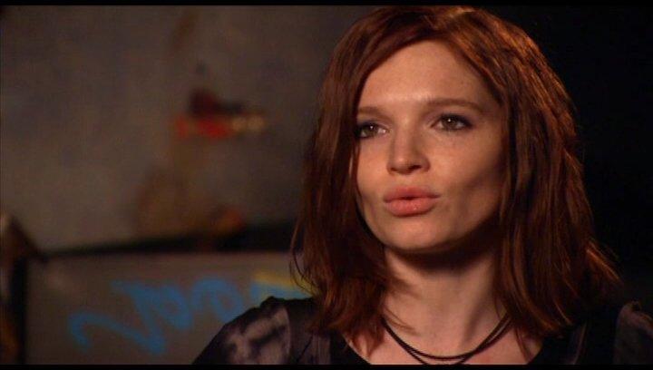 Karoline Herfurth ueber Lena als Vampir - Interview Poster