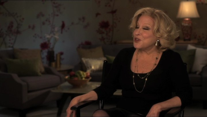 Bette Midler (Diane Decker) darüber wovon der Film handelt - OV-Interview Poster