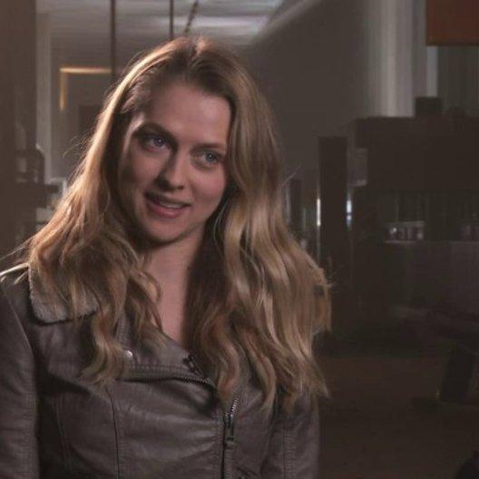 Teresa Palmer über die Handlung des Films - OV-Interview Poster