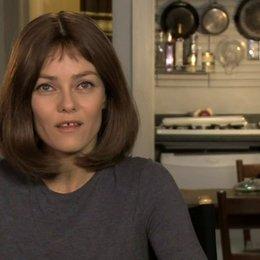 Vanessa Paradis - Avigal - über den Film - OV-Interview Poster