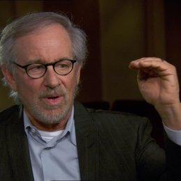 Steven Spielberg (Regisseur-Produzent) über die Stimme von Lincoln - OV-Interview Poster