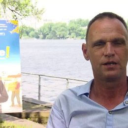Vinko Brešan Regisseur über die Reaktionen der Kirche, über Kondome, über die Hauptfigur Don Fabian - OV-Interview Poster