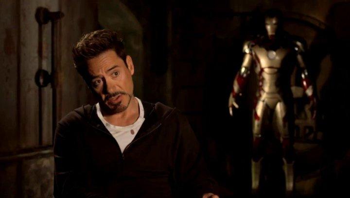 Robert Downey Jr - Tony Stark und Iron Man - über Jon FavreauS Rückkehr als Happy Hogan - OV-Interview Poster