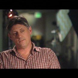 Steve Shill (Regie) über die Kampf-Szene - OV-Interview Poster