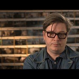 TOMAS ALFREDSON -Regisseur- über die Arbeit mit solch großartigem Stoff - OV-Interview Poster