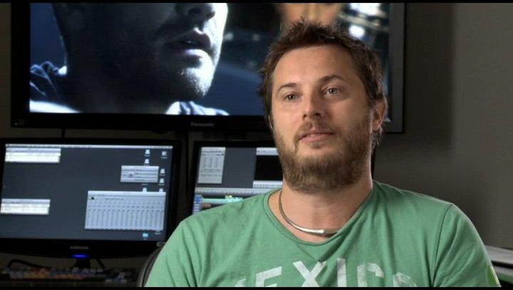 Duncan Jones (Regie) über Jake Gyllenhaal und das Drehbuch - OV-Interview Poster