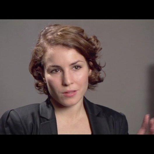 Noomi Rapace (Lisbeth Salander) über ihre Vorbereitung auf die Rolle - OV-Interview Poster