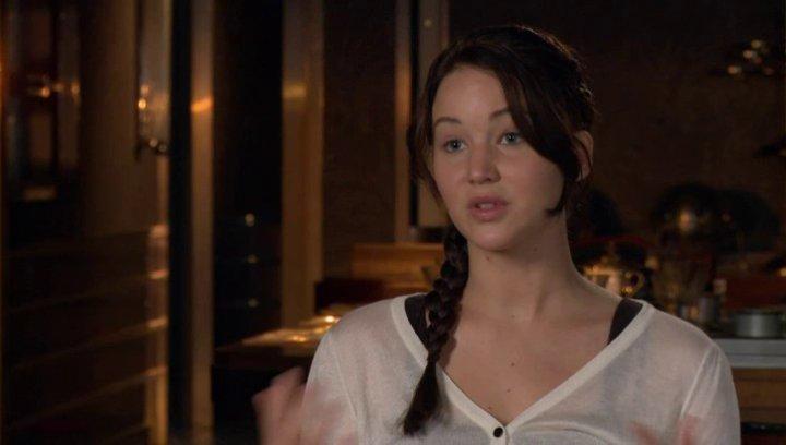 JENNIFER LAWRENCE -Katniss Everdeen- Darüber was das Publikum erwarten kann - OV-Interview Poster