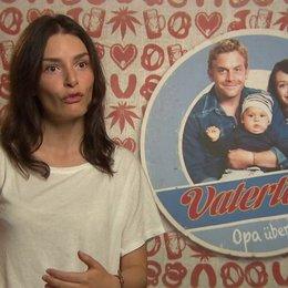 Sarah Horvath -Dina- darüber warum Dina bei Basti bleibt - Interview Poster
