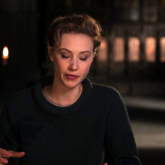Sarah Gadon über die Legende auf der der Film basiert - OV-Interview Poster
