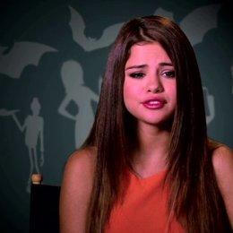 Selena Gomez über die Monster im Hotel - OV-Interview Poster
