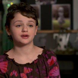 Joey King (Mädchen im Rollstuhl und Porzellanmädchen) über die Begegnung des Porzellanmädchens mit Oz - OV-Interview Poster