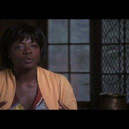 """Viola Davis (""""Delia Shiraz"""") über die verschiedenen Drehorte - OV-Interview Poster"""