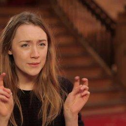 Saoirse Ronan - Agatha - über ihre Rolle - OV-Interview Poster