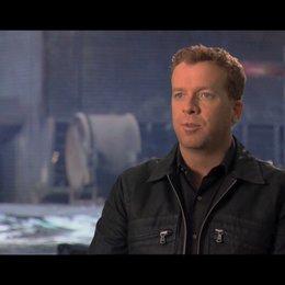 McG über die Rolle des Marcus Wright - OV-Interview Poster