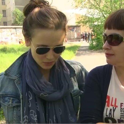 PERI BAUMEISTER UND OLGA KAMINER - Olga und die echte Olga - darüber, inwiefern sie sich ähneln - Interview Poster