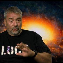 Luc Besson - Regie, Drehbuch und Produktion - über Morgan Freeman - OV-Interview Poster